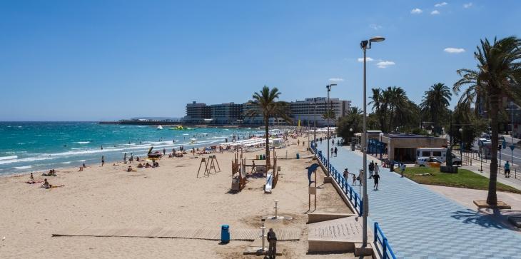 Playa_del_Postiguet,_Alicante,_España,_2014-07-04,_DD_47.JPG