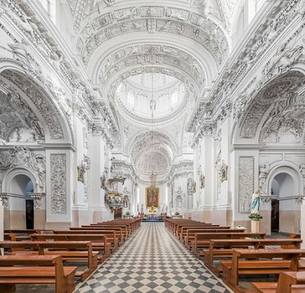 499px-St._Peter_and_St._Paul's_Church_1,_Vilnius,_Lithuania_-_Diliff