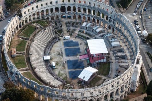amphitheater-335570_640
