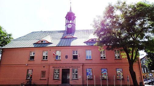 Dawny Ratusz / Muzeum Rybołówstwa Morskiego Autor zdjęcia: sebdok - Praca własna, CC BY-SA 3.0 pl https://commons.wikimedia.org/w/index.php?curid=35172509