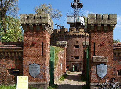 Fort Anioła Autor zdjęcia: Zetem - Praca własna, CC BY-SA 3.0 pl https://commons.wikimedia.org/w/index.php?curid=21704494