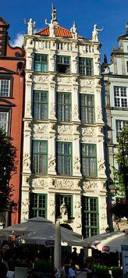 Złota Kamienica Autor zdjęcia: Wolskaola - Praca własna, CC BY-SA 3.0 pl, https://commons.wikimedia.org/w/index.php?curid=21199492